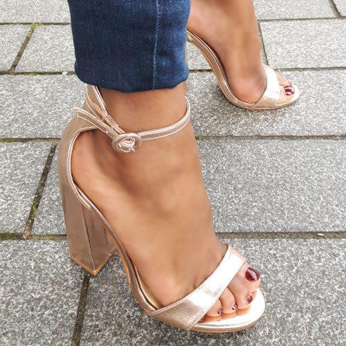 Sandaaltjes in rosé goud met hooggesloten hiel en stevige hak | Silhouette