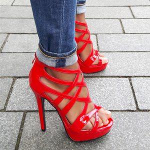 Rode hak sandaletten met veel bandjes en plateau | Rode sandalen hak