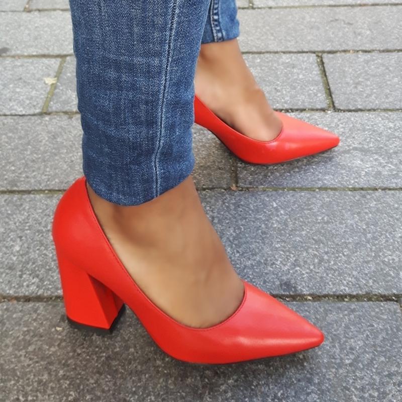 Blokhak pumps in rood met spitse neus | Blokhakken in kleine maten