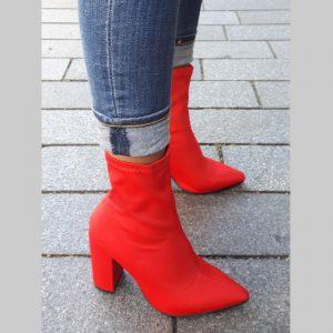 Rode enkellaarsjes met blokhak | Fel rode enkellaarsjes | Soklaarsjes rood