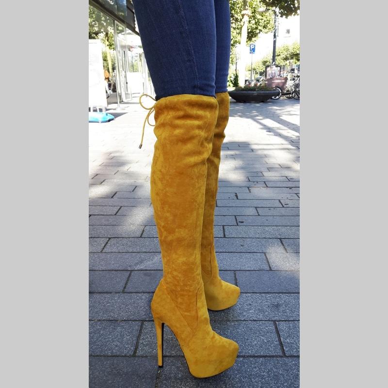 Gele overkneelaarzen met naaldhakken | Okergele lange laarzen