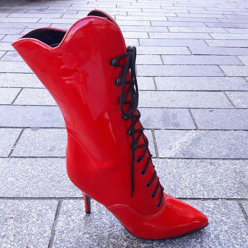 Rode veterlaarsjes van echt lakleer met naaldhak | Rode veterlaars lakleer