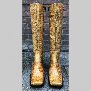 Kroko print blokhaklaars in geel beige   Beige laarzen blokhak