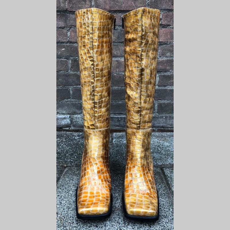 Kroko print blokhaklaars in geel beige | Beige laarzen blokhak