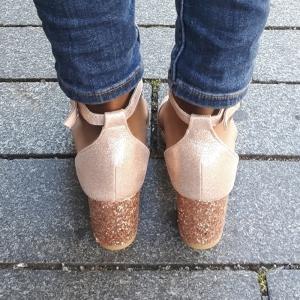 Feestelijke sandalen met hak | Goedkope gouden glitterhakken | Silhouette