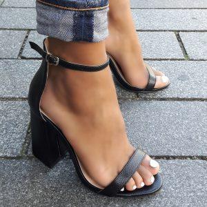 Zwarte sandalen met hoge blokhakken en bandje over de voet | Silhouette