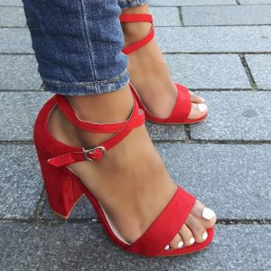 Rode blokhakken met gekruiste bandjes over de wreef | Achteraf betalen