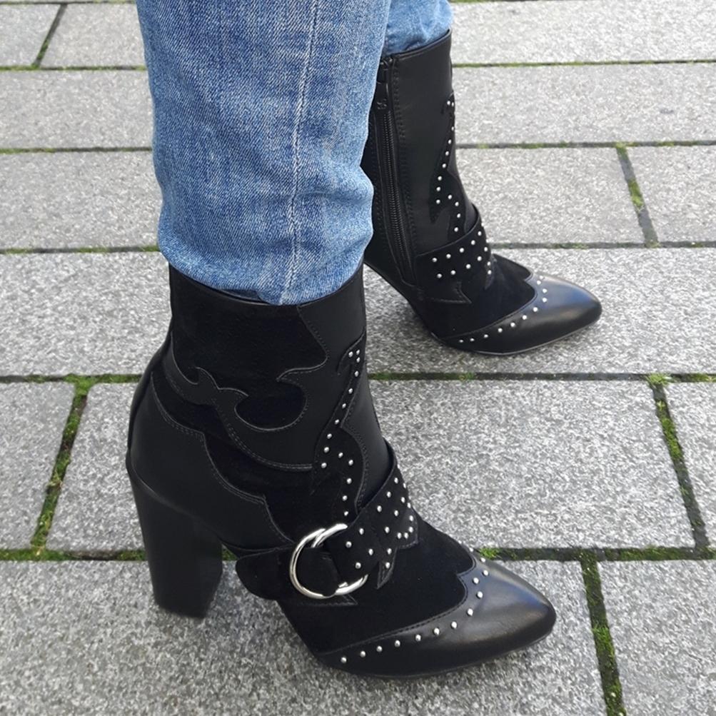 Zwarte korte laarzen met hak en gespen | Korte zwarte cowboylaarsjes