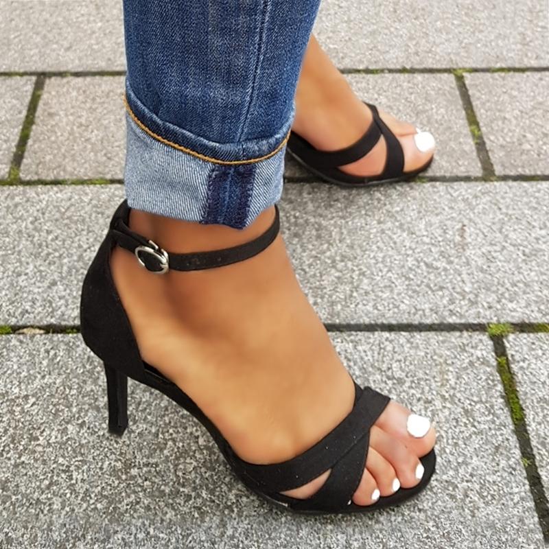 Kleine maat sandalen met hak en kruisbanden over de voet | Silhouette