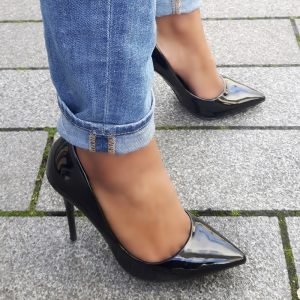 Zwarte lakpumps met puntneus en hoge stiletto hak | Hoge Hakken