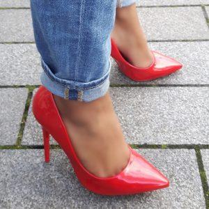 Rode lakpumps met puntneus en hoge stiletto hak | Hoge Hakken