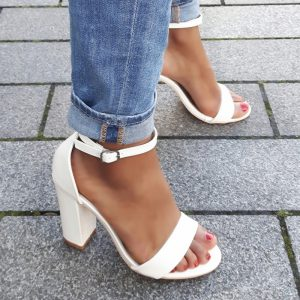Witte sandalen met hoge hak en smal enkelbandje | Silhouette