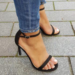 Zwarte sandalen met smalle bandjes en naaldhak | Hoge hakken winkel