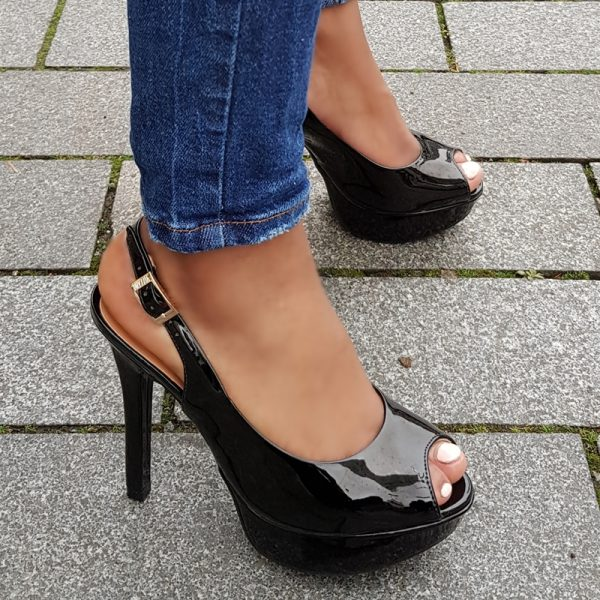 Peep toe slingback pumps in zwart lak | Zwarte pump met open hiel