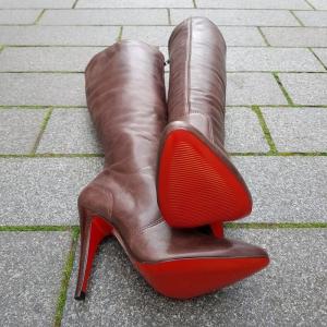 bruine laarzen met naaldhak maat 35 met rode zool Via Uno