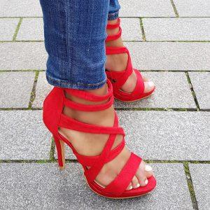 Rode hooggesloten sandalen met veel bandjes | Silhouette Rotterdam