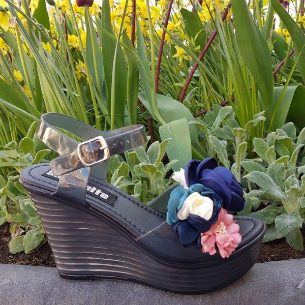 Zwarte sleehak met bloemen voor en bandje om de enkel | Plastic sleehak