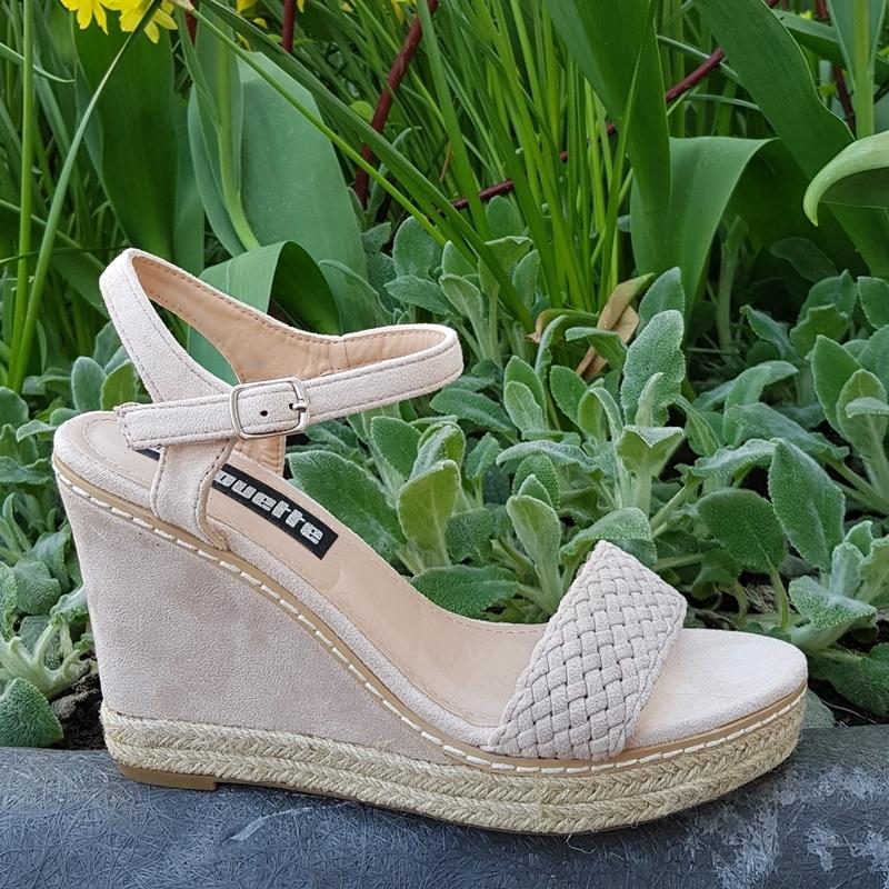 e36a16b460d Beige sleehak sandalen | Sandalen met sleehak beige suede