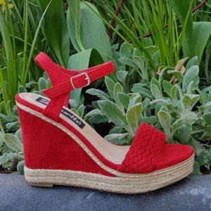 Rode sleehak sandalen | Rode hoge sleehakken | Sleehak rood suede