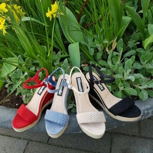 Zwarte sleehakken touwzool | Rode hoge sleehakken | Lichtblauwe sleehakken | Sleehakken beige met vlecht voor | Sleehakken zomer 2019