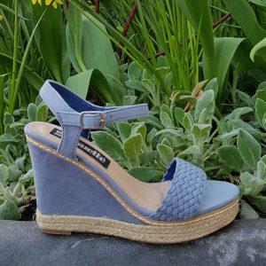 Lichtblauwe sleehakken | Zomer sleehakken lichtblauw | Sleehakken blauw