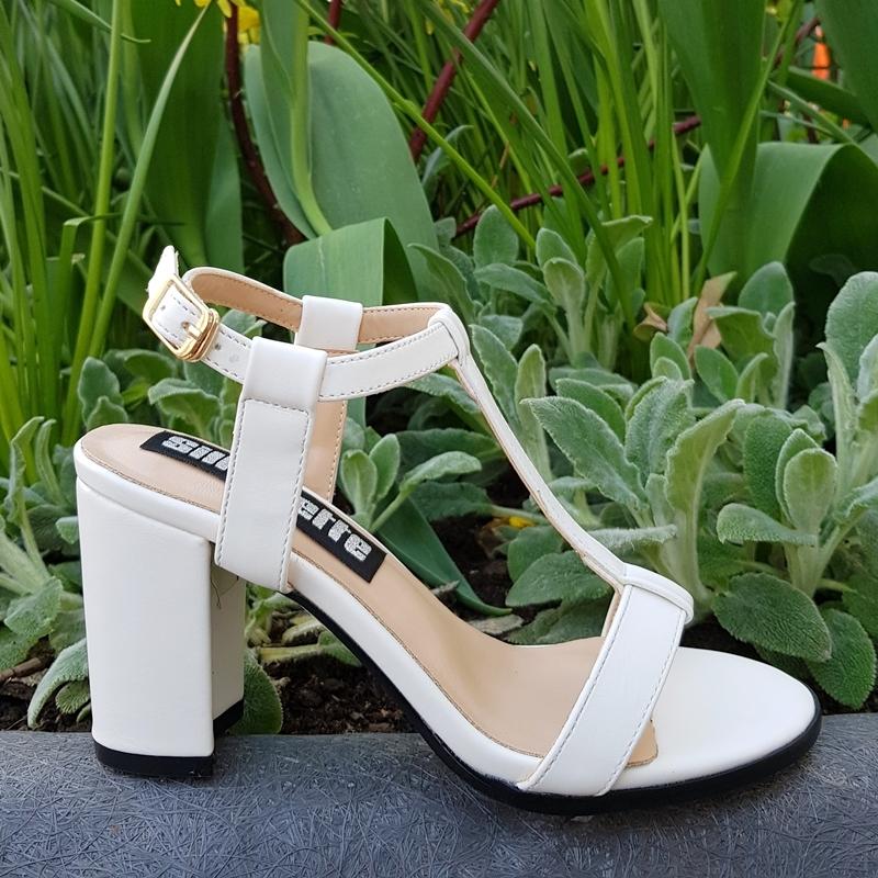 Witte sandalen met blokhak in kleine maten | Kleine schoenmaat hakken