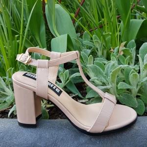 Nude sandalen met blokhak in kleine maten | Hakken in kleine schoenmaat