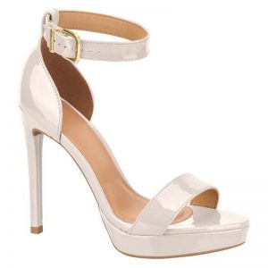 Ivoor witte lak sandalen met naaldhak | Sandalen in trouwjurk kleur