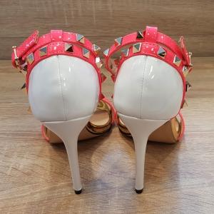 Fuchsia Sandaaltjes met gouden Studs | Fel roze hoge hakken