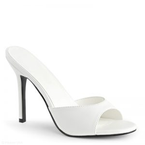 Witte slippers met naaldhak