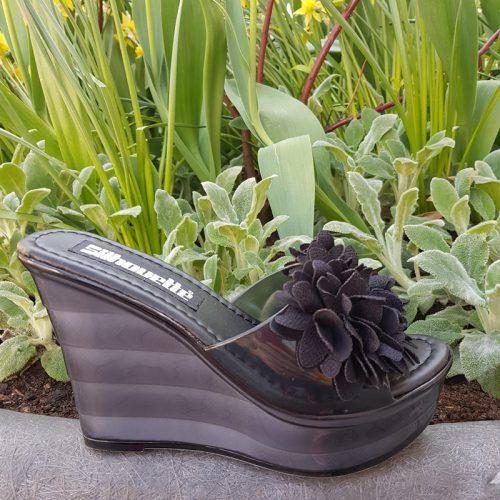 Zwarte slippers met sleehak en bloemen | Bloem slippers met sleehak