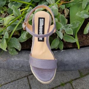 Grijze sandalen in kleine maten | Sleehak sandalen maat 34 en kleiner