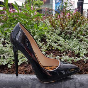Zwarte stiletto hakken met panterprint op de loopzool | Silhouette