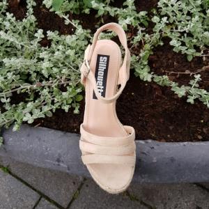 Beige zomer sleehakken met print | Sleehakken in beige met touwzool