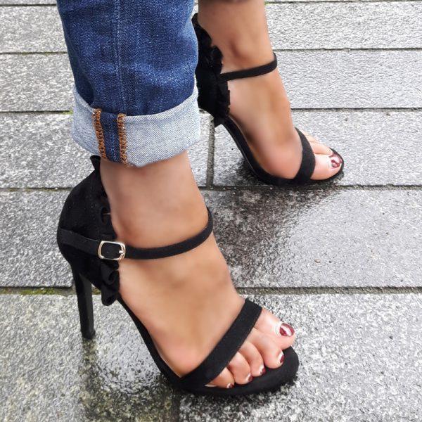 Zwarte sandaaltjes met hoge hakken | Hoge hakken met ruches