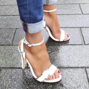 Sandaaltjes in wit met zilver | Hoge hakken wit met zilver | Silhouette