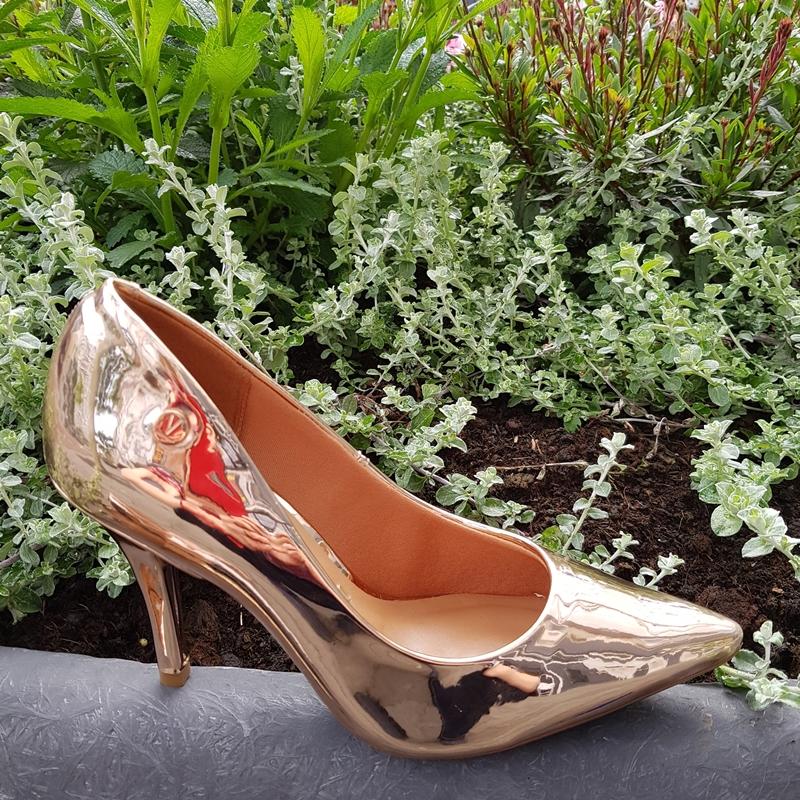 Rose gold metallic pumps met 8cm naaldhak | Pumps champagne kleur