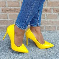 Comfortabele gele lak pumps met hoge naaldhak   Pumps geel met hoge hak