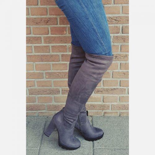 Grijze stretch laarzen over de knie met brede hak | Laarzen boven de knie in grijs met ronde neus.