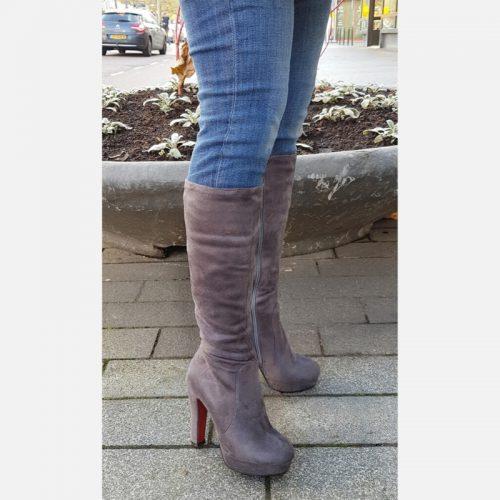 Grijze knielaarzen in kleine damesmaat   Grijze hoge laarzen kleine maat