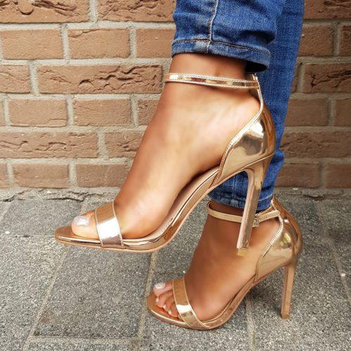 Champagne sandaaltjes met hak | Hoge hakken met bandjes in rosé goud