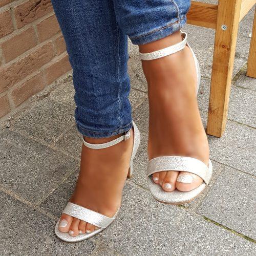 Zilveren glitter sandaaltjes met hak | Hoge hakken met bandjes zilver glitter | Glitterhakken in zilver