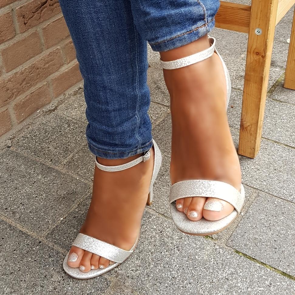Zilveren glitter sandaaltjes met hak