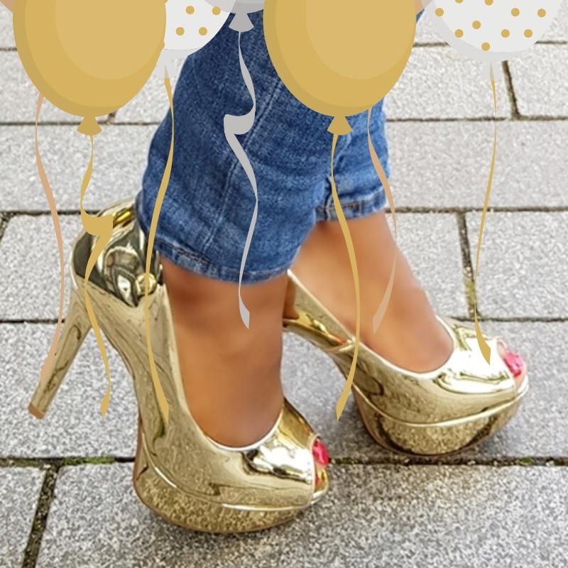 Gouden peeptoe pumps met naaldhak