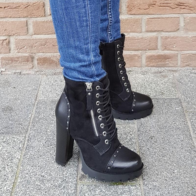 Zwarte korte veterlaarzen in grote maten | Korte laarzen