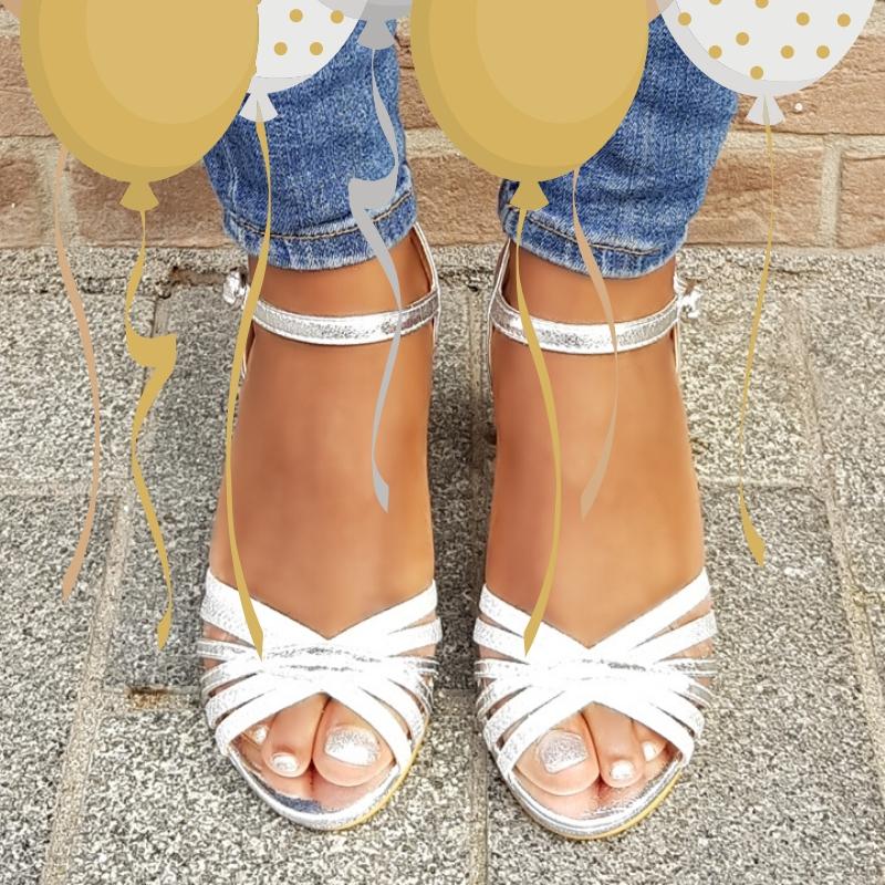 Niet te hoge sandaaltjes in zilver met dikke hak