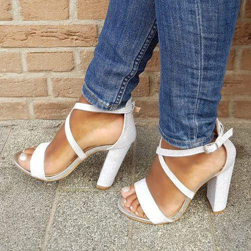 Zilveren sandalen met blokhak, dichte hiel en glitters | Feestelijke sandaaltjes in zilver
