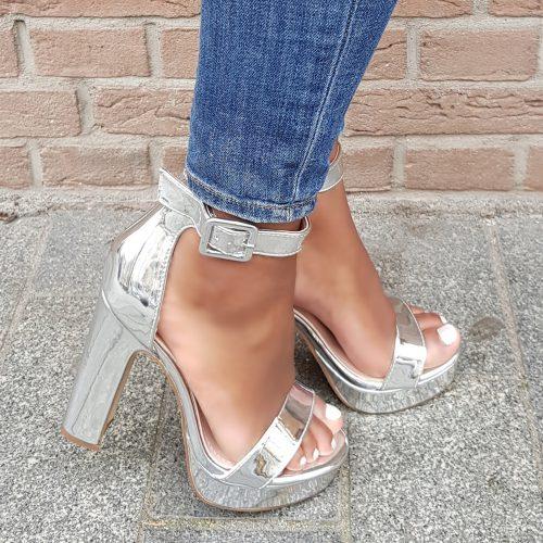 Zilveren blokhakken met plateauzool | Zilveren open sandalen met dikke zool en dikke hak
