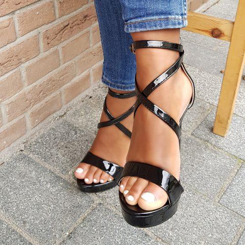 Zwarte hoge hakken met bandjes en plateauzool | Zwarte sandalen met hoge hak en bandjes