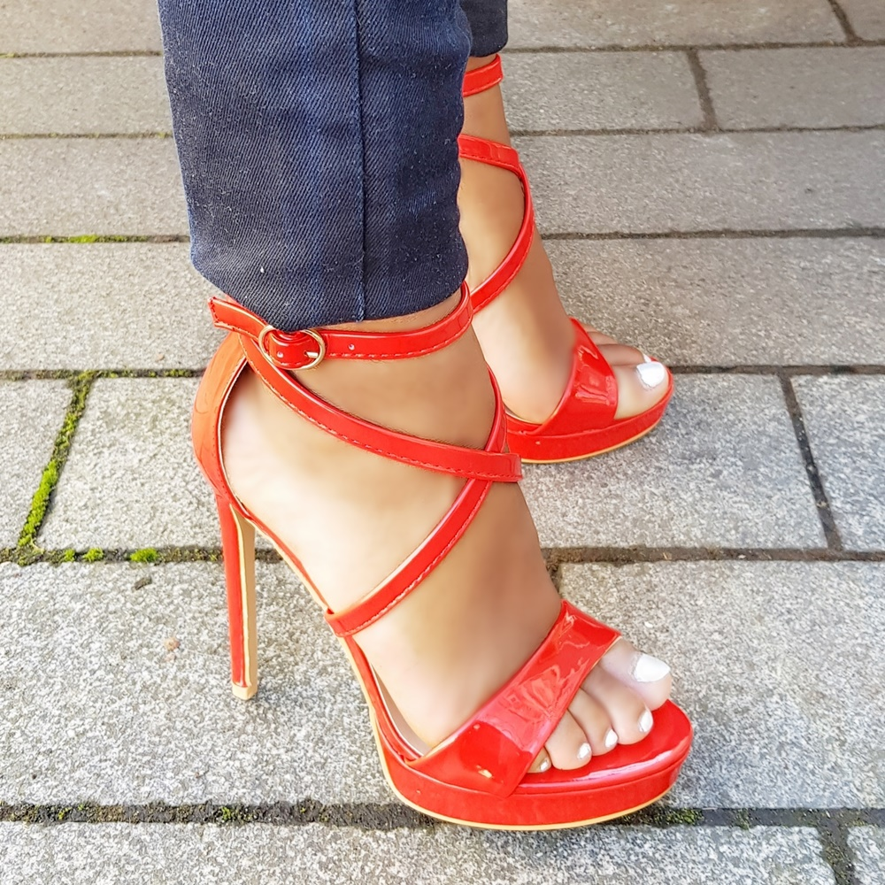 Rode hoge hakken met bandjes en plateauzool | Rode sandalen met hoge hak en bandjes